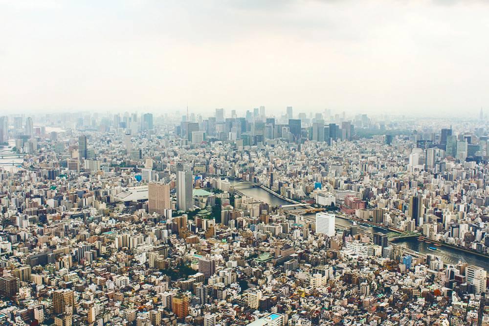Многие районы Токио целиком состоят из невысоких домов и узких улочек. Даже коренные токийцы легко теряются в этом бесконечном лабиринте