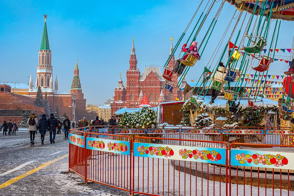 В Москве сейчас выбирают название для спорткомплекса в Покровском-Стрешневе, а в Оренбурге решают, какие районы обустраивать в 2022 году