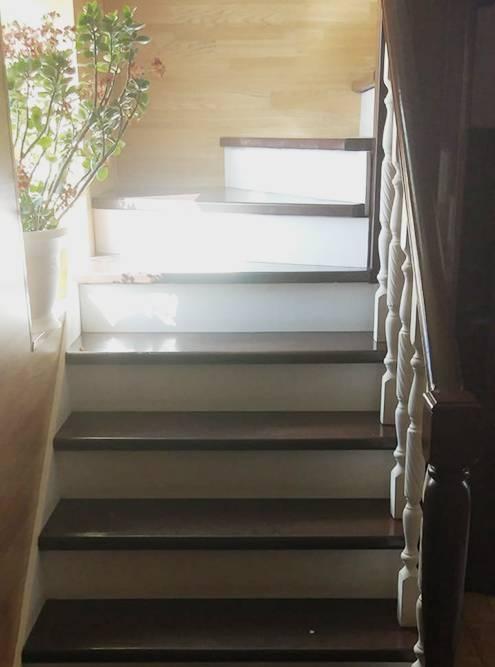 Лестница на металлическом каркасе прочнее, чем деревянная