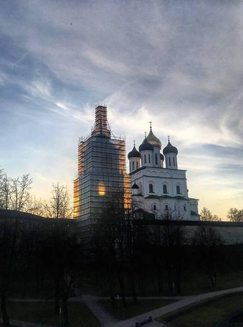 Псковский Троицкий собор находится на территории кремля