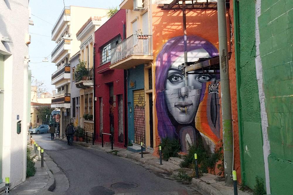 В Афинах много граффити: и примитивных, и искусных