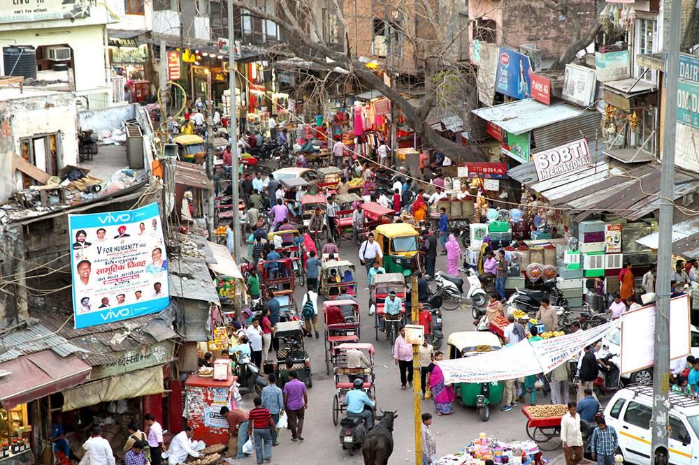 Главный рынок (Main Bazaar) в центре Дели: здесь можно купить абсолютно любой товар, от бананов до драгоценных камней. Фото: Claudio/Flickr