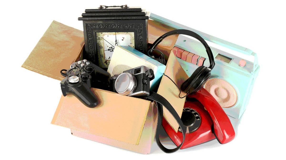 4 способа заработать на старых вещах, если их не покупают на «Авито»