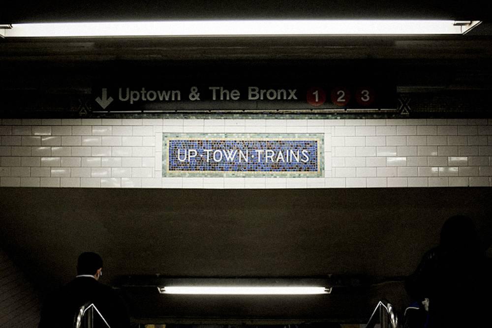 Чтобы ориентироваться в подземке, я смотрю на вывески. Фото: Billie Grace Ward/Flickr