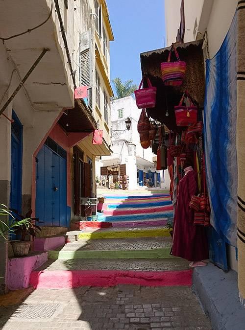 Ткацкий район медины в Танжере. Там можно купить арабские штаны, джеллабу или плетеную сумку