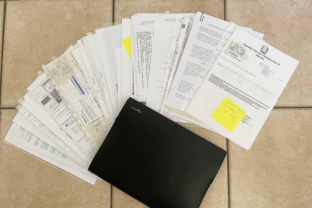 Примерно так выглядит папка с нашими документами. Ее толщина примерно такаяже, как у энциклопедии «Я познаю мир»