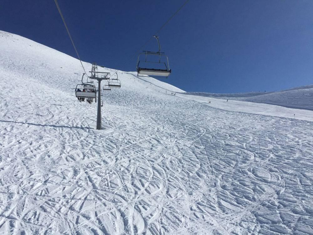 Фрирайдеры раскатывают свежий снег южных склонов в считаные минуты