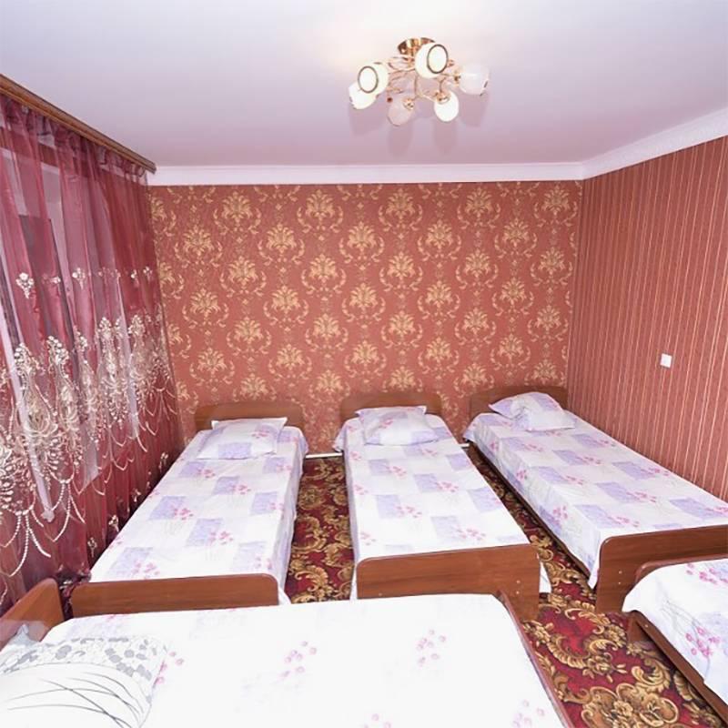 В гостевом доме «Астар» есть многоместные номера. Стоимость проживания уточняйте у хозяев. Источник: инстаграм гостевого дома