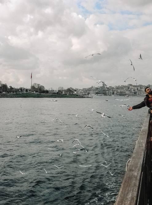 На этом пароме мы плывем из Европы в Азию через Босфор от пристани Эминеню до пристани Кадыкёй