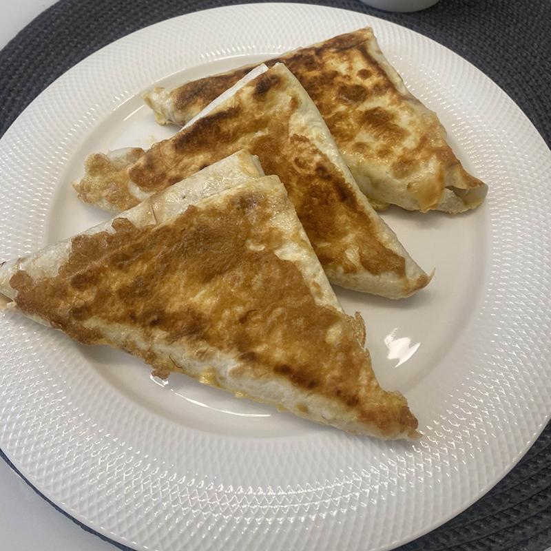 На завтрак сегодня конвертики из лаваша с творогом, зеленью и сыром