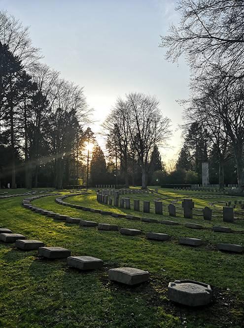 На Южном кладбище Südfriedhof много военных захоронений
