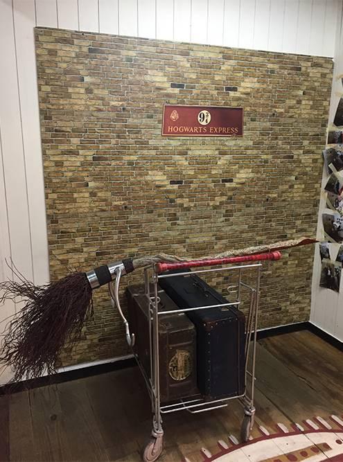 Прототипом лестницы в замке Хогвартс из книг Джоан Роулинг о Гарри Поттере послужила лестница в местном книжном магазине Livraria Lello