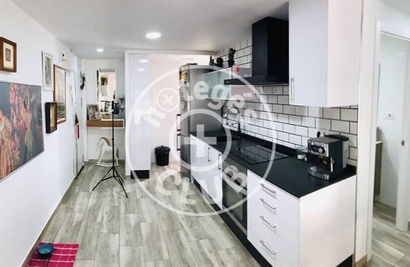 Вход в квартиру и кухня