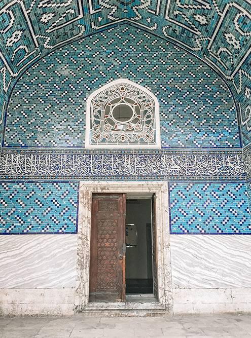 Вход в Изразцовый павильон Археологического музея