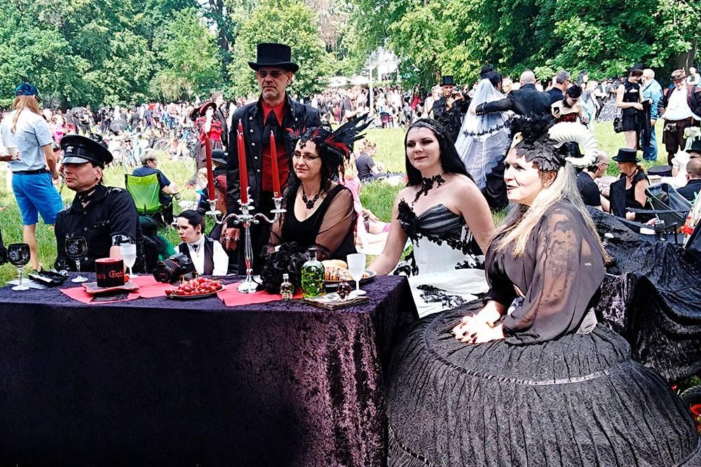 Это одно из главных мероприятий фестиваля — Викторианский пикник