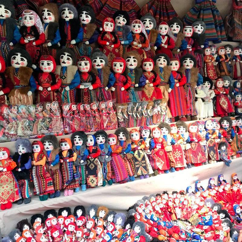 Тряпичные куклы в национальных армянских костюмах