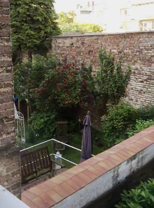 Вид из окна гостиной нашей первой квартиры