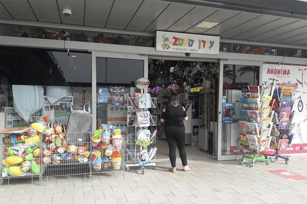 Вход в магазин игрушек