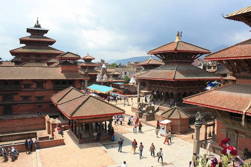 Некоторые достопримечательности Катманду пострадали во время землетрясения 2015года: частично разрушен Сваямбунатх (Обезьяний храм), полностью разрушена башня Джарахара. Источник: wreindl / Pixabay