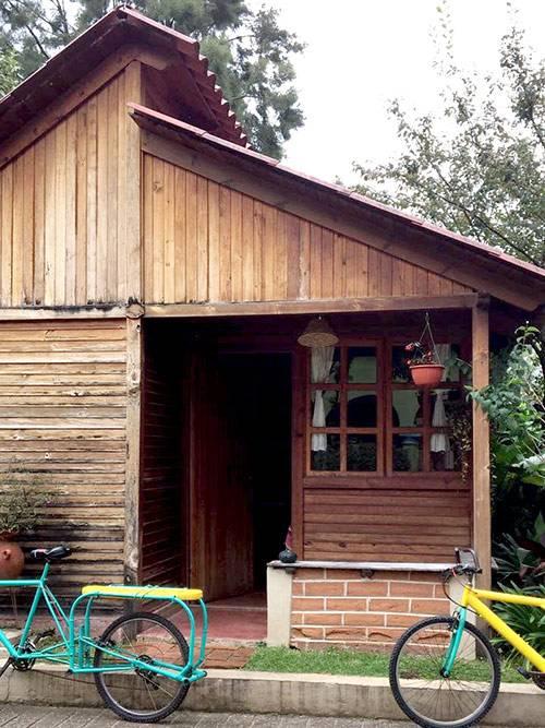 Этот дом мы снимали за 9921<span class=ruble>Р</span>. Хозяйка жила рядом. Это удобно: она помогала нам заказывать газ и воду