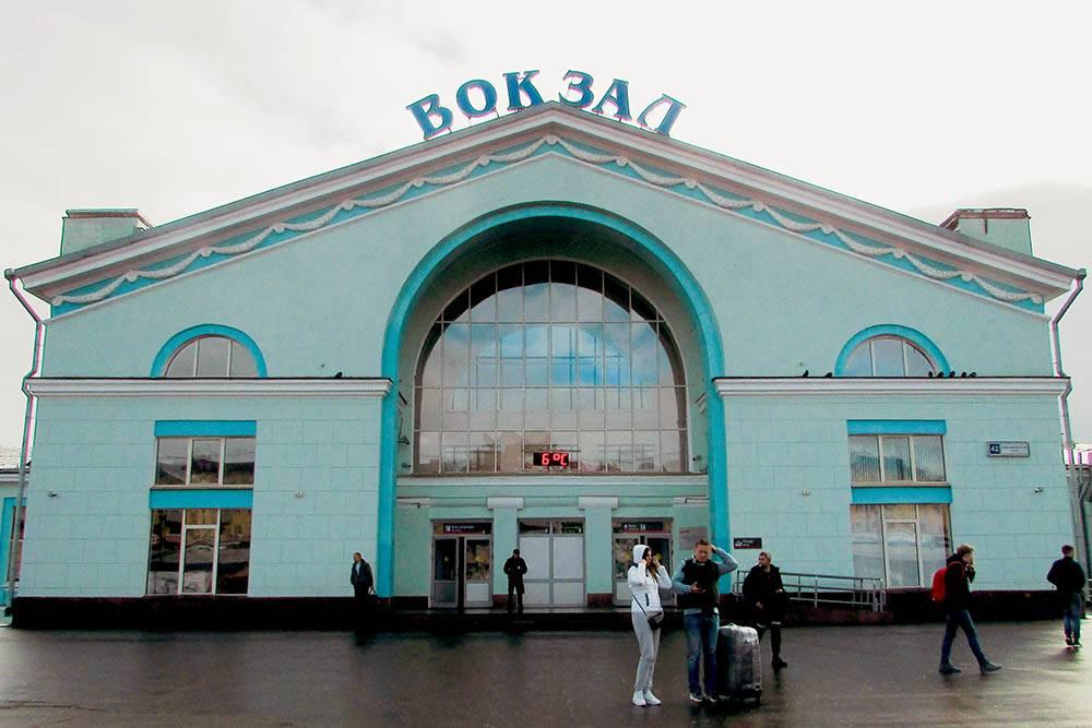 Кировский железнодорожный вокзал. Недавно здание отреставрировали