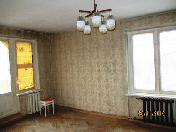 А так выглядела вторая квартира — она стоила на 80 тысяч дешевле, но въехать в нее сразу было невозможно