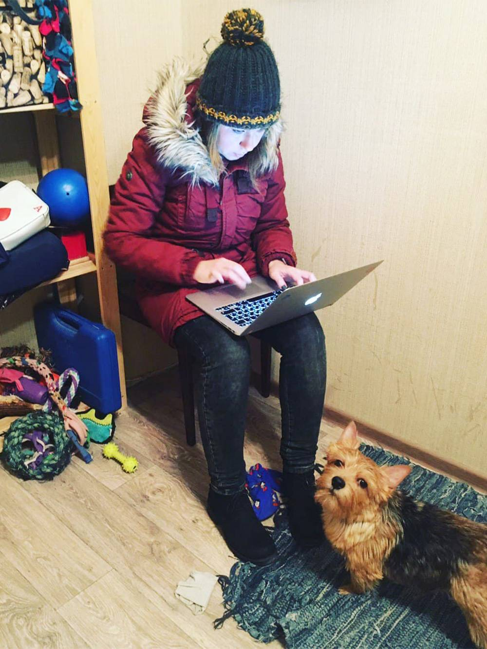 В тот день в Перми выявили первого зараженного ковидом, и я пишу об этом новость вместо прогулки с Пряником, а он недоволен
