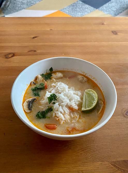 Рис я люблю добавлять прямо в тарелку с супом, хотя вроде как нужно есть вприкуску