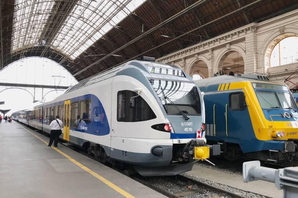 По стране ездят восновном довольно простые поезда, но, например, вЭгер илиШопрон можно поехать натаком новеньком скоростном поезде