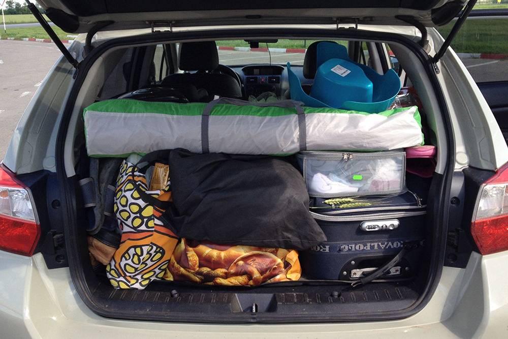 Мы взяли с собой много вещей. То, что не поместилось в багажник, уложили в салоне. В итоге в отпуске нам понадобилось далеко не все