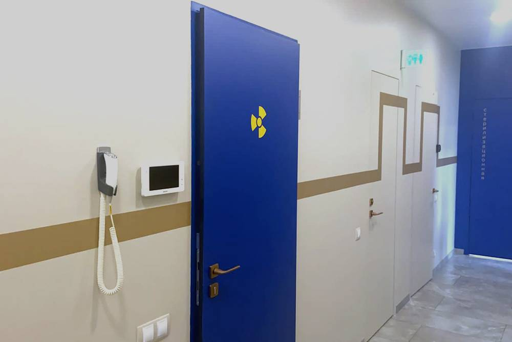 Это дверь, которую мы в итоге установили с третьего раза