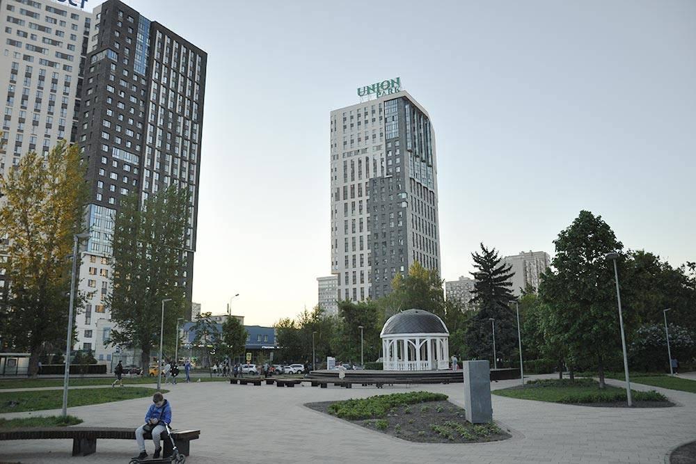 ЖК Union park, который дляменя на первом месте, находится рядом с красивым бульваром Карбышева