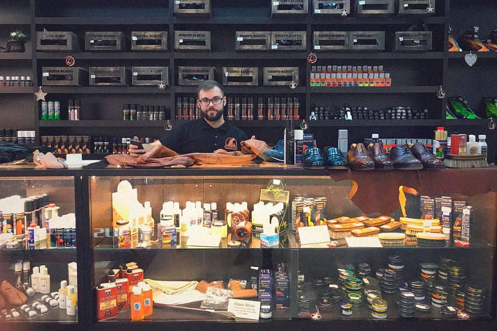 С того самого завода в пригороде Барселоны заказывают расходники и товар на продажу на 120тысяч рублей в месяц