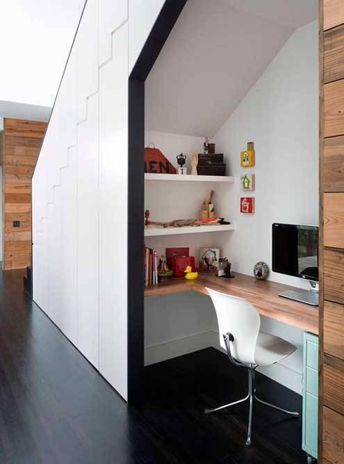 Эта картинка вдохновила меня на белые стены, белый стул и деревянный стол. Источник: «Пинтерест»