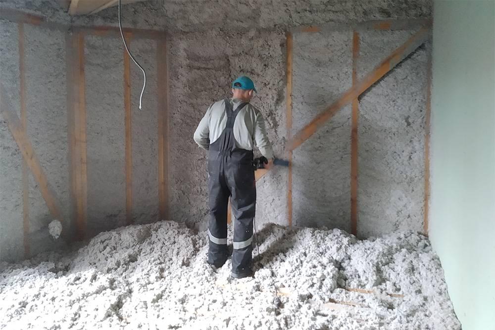 Срок службы эковаты, как и у минеральной ваты, составляет около 50 лет