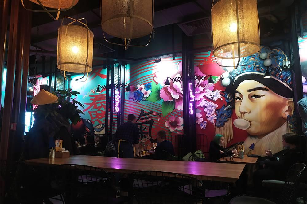 Картины на стенах в «Фо ми» рисовали молодые иркутские художники
