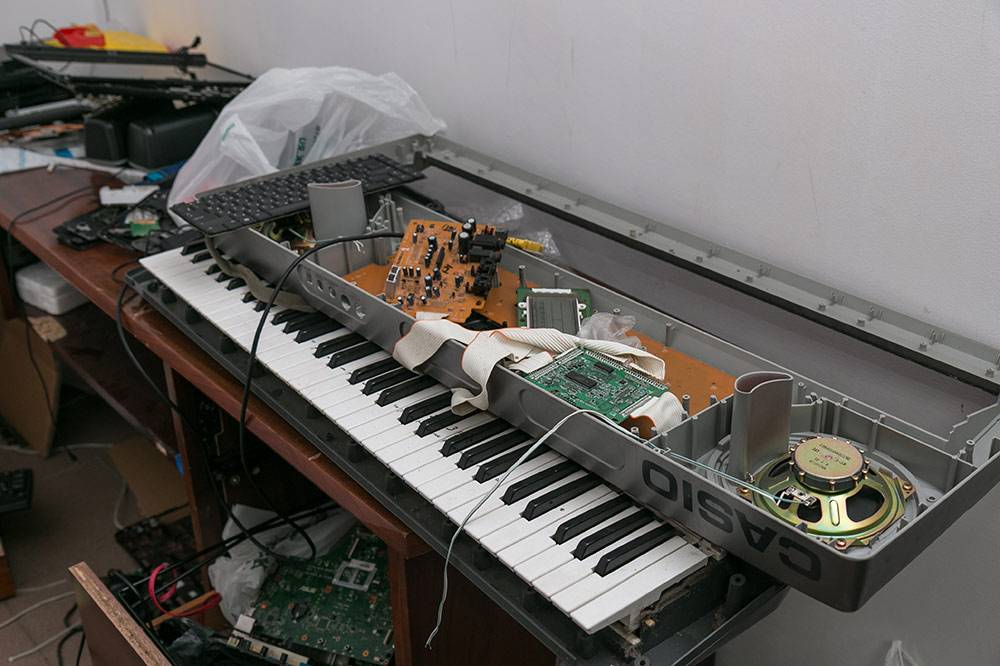 Помимо телефонов и компьютеров, Сергей ремонтирует навигаторы, регистраторы, электронные книги, музыкальные инструменты и даже утюги