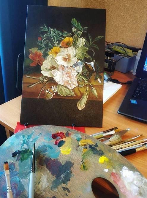 Натюрморт маслом и палитра с красками. Автор — Наталья Козина