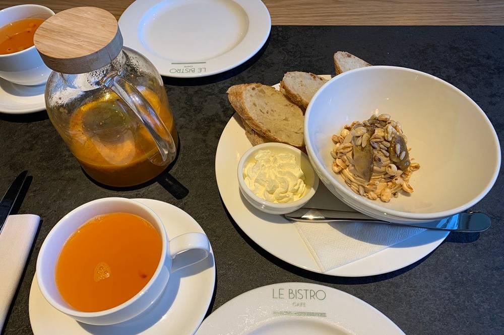 Паштет из утиной печени и облепиховый чай с апельсином