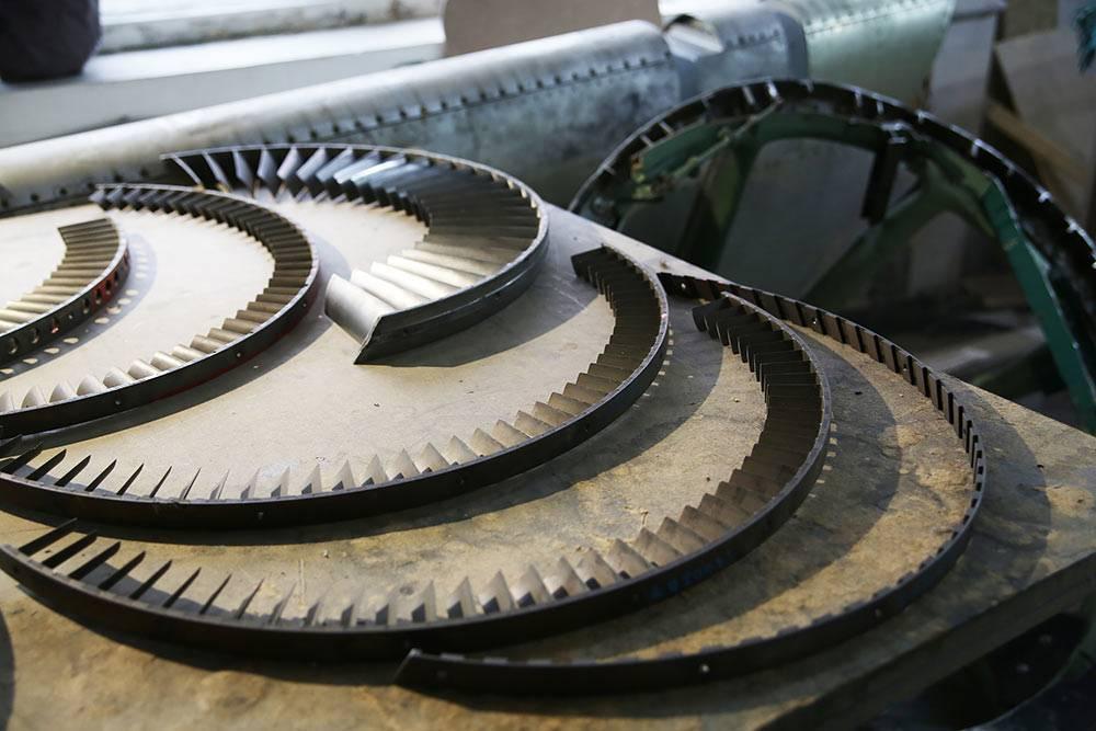 Турбокомпрессор идругие детали двигателя, излопастей которого сделали награды