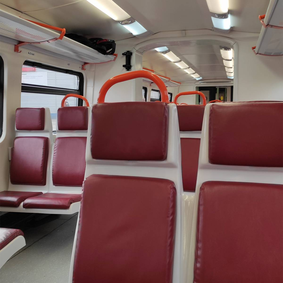 Внутри туристический поезд выглядит скромно