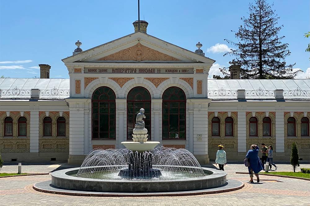 Снаружи здание Николаевских ванн выглядит изысканно