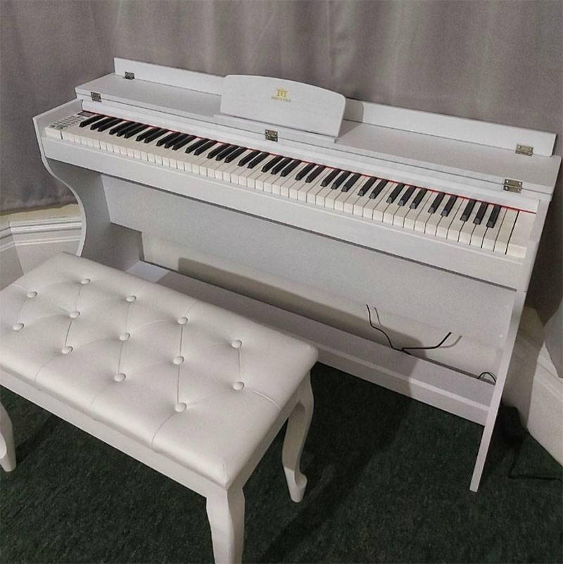 Пианино собрано и протестировано. Л. счастлива. Бедные соседи: слышимость здесь нереальная