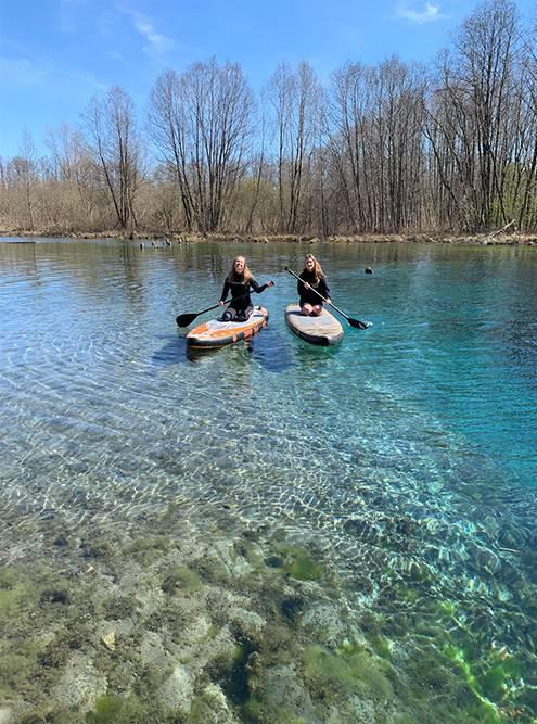 Мы с друзьями любим брать сапборды и кататься по Голубым озерам