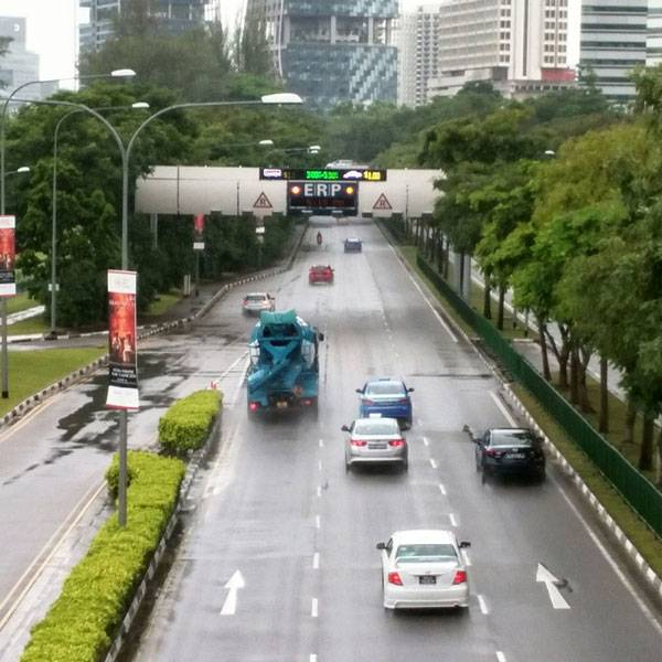 Так в Сингапуре выглядит нормальный трафик. Пробок тут почти никогда не бывает