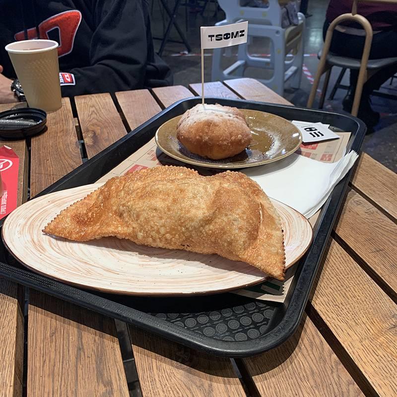 Берем разные блюда в разных кафе в «Депо»