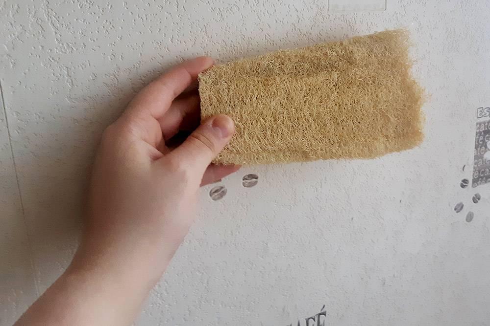 Так выглядит люфа в сухом виде. От нее надо отрезать кусочек, размочить и использовать. Такой кусок стоит 100<span class=ruble>Р</span>, мне его хватит всего на неделю