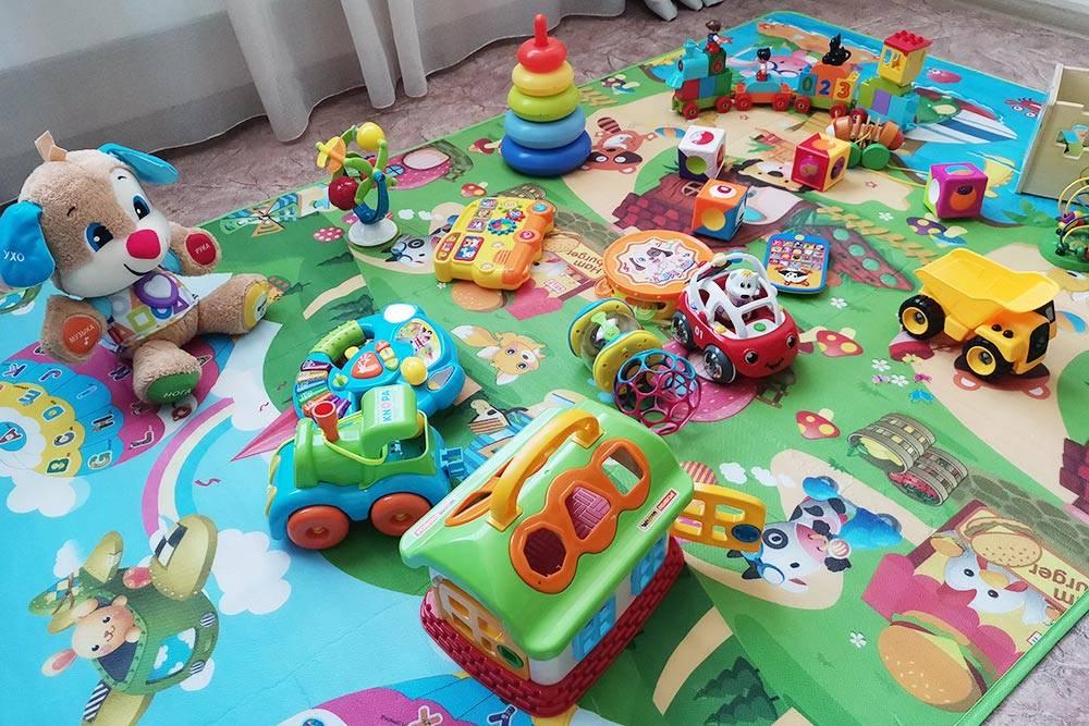 Почти все игрушки нам дарили друзья и родственники