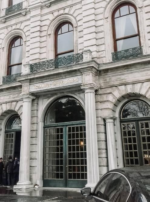 Один из корпусов Стамбульского университета