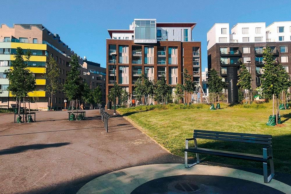 А это внутренний двор — большое общественное пространство сзонами дляотдыха